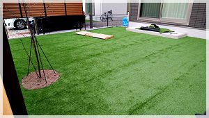 人工芝敷き完成